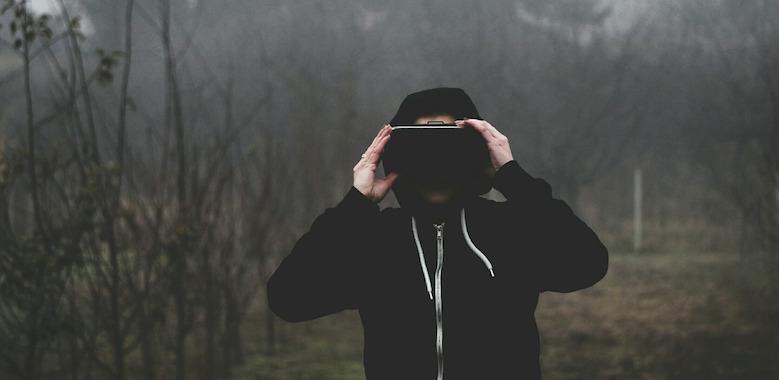 virtual-reality-1898441_1280 (1)